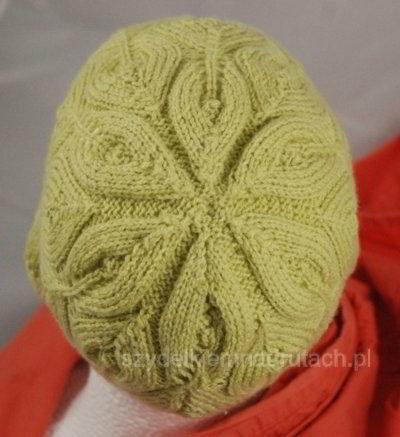 Ażurowa czapka motyw liścia