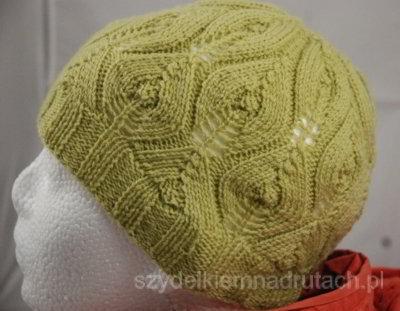Ażurowa czapka na drutach profil