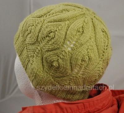 Ażurowa czapka na drutach